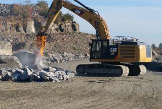 TECHNOLOGY BREAKER 410-2 & CAT 336E Excavator