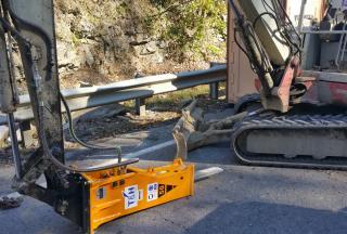T&H 50 Rock Breaker form Mini Excavator