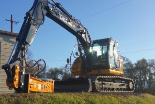 NEW T&H160 Hydraulic Breaker moutning to NEW John Deere 135G with NEW T&HL100-P Quick Coupler