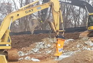 "TH220 ""Advance"" Hydraulic Hammer & CAT Excavator"
