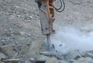 TECHNOLOGY Hydraulic Rock Breaker vs. Hard Granite Rock